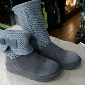 Pre-owned UGG Grey Knit Top Boots